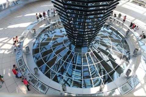 La mostra fotografica alla base della cupola