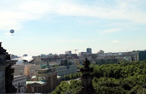 Vista di Berlino dalla Torre (si intravede Porta di Brandeburgo e la mongolfiera Die Welt)