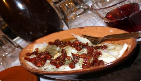 Carpaccio di stocco con pomodori secchi e finocchietto selvatico