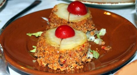 Tortino di stocco con pomodoro, patata e pane profumato.