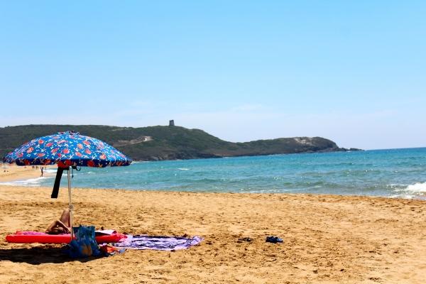Spiaggia di Pistis - in fondo Torre dei Corsari - Sardegna